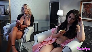 Lesbians Valentina Nappi and Nicolette Shea enjoy muff